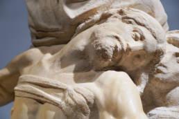 Detail of the torso of the Pietà after restoration, Ph. Alexandra Korey